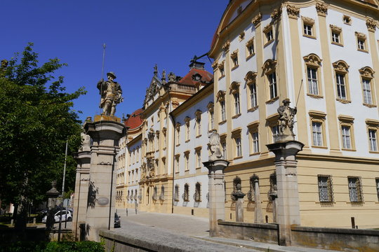 Deutschordensschloss Barockschloss Ellingen mit Skulptur