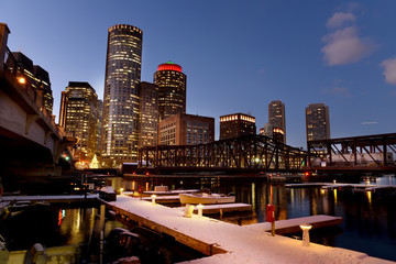 Etiqueta Engomada - Night view of winter Boston. View of the river bay, bridges and night buildings. USA. Boston. Massachusetts.
