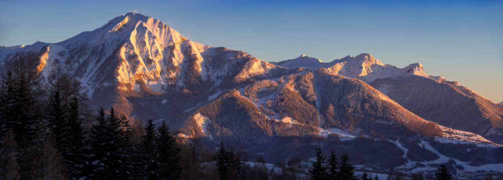 Sunset panoramic view on the Petite Autane peak in Champsaur. Saint-Leger-les-Melezes ski resort, Hautes-Alpes (05), Alps, France