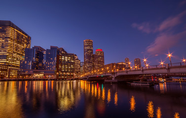 Fotobehang - Night view of winter Boston. View of the river bay, bridges and night buildings. USA. Boston. Massachusetts.