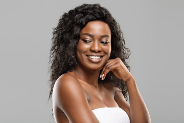 Fototapete - Portrait of beautiful black woman with natural make-up and perfect skin