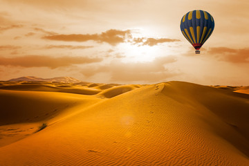 Poster Ballon Desert and hot air balloon Landscape at Sunrise. Travel, inspiration, success, dream, flight concept