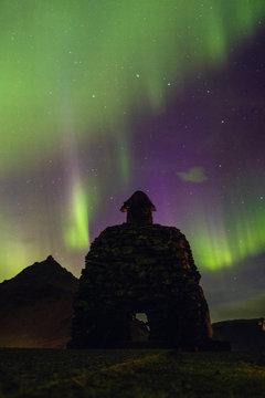 Skulptur mit Nordlichtern Island