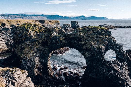 Loch in Felsen Island