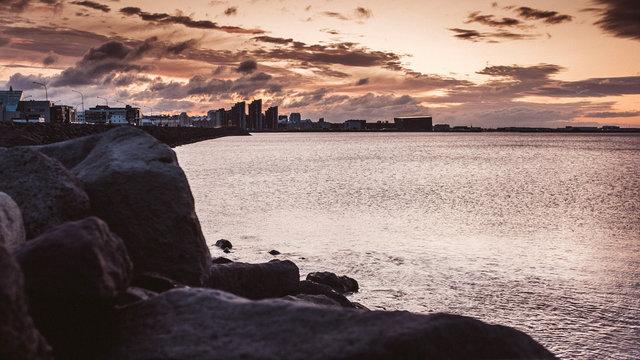 Skyline Reykjavik im Sonnenuntergang