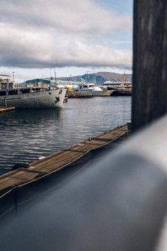 Boote im Hafen, Island