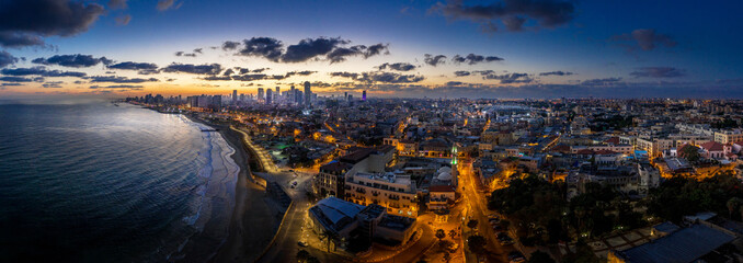 Fotorolgordijn Chocoladebruin Tel Aviv skyline during dawn in Israel