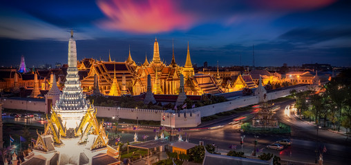 Poster de jardin Bangkok Grand palace and Wat phra keaw at sunset