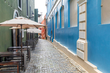 Foto auf AluDibond Gezeichnet Straßenkaffee Colorful photo of Old San Juan Street in Puerto Rico.