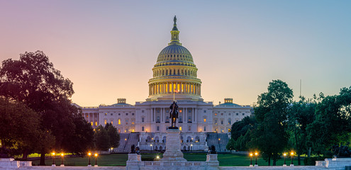 Panoramic image of the Capitol of the United States in morning light. Fototapete