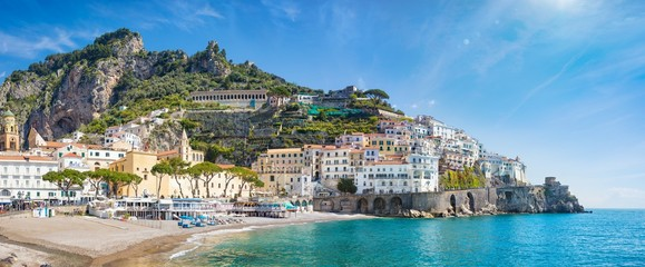 Poster de jardin Europe Méditérranéenne Panoramic view of beautiful Amalfi on hills leading down to coast, comfortable beaches and azure sea in Campania, Italy.