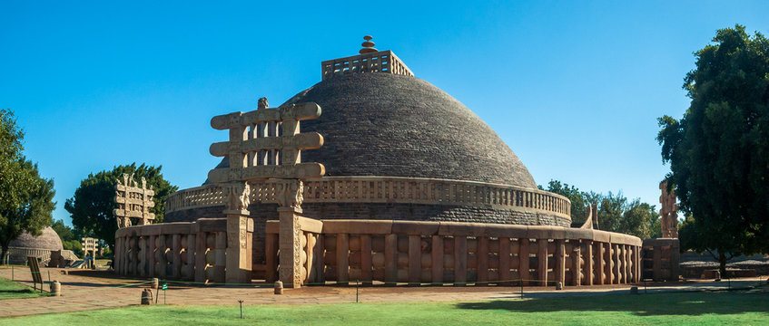 Sanchi Stupa is a Buddhist complex, famous for its Great Stupa, on a hilltop at Sanchi Town in Raisen District of the State of Madhya Pradesh, India. it is UNESCO World Heritage Site.