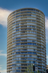 Fototapete - Round Condo Tower in Long Beach