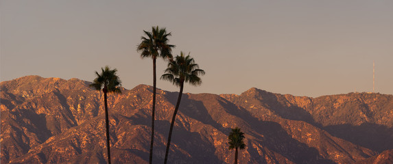 Deurstickers Diepbruine San Gabriel Mountains panorama in Los Angeles County