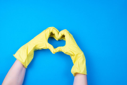 yellow rubber cleaning gloves on the hands