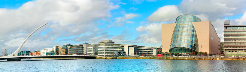 Trendy Dublin riverside. Panoramic image of Convention Centre and Samuel Beckett Bridge over the river Liffey in refurbished docklands area Fototapete