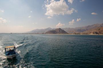 Fotobehang Blauwe hemel Alone boat in the sea