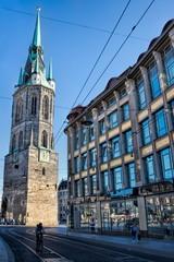 halle saale, deutschland - stadtbild mit rotem turm