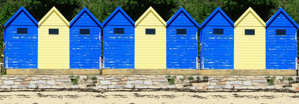 cabines de bord de mer colorées , vacances ,été