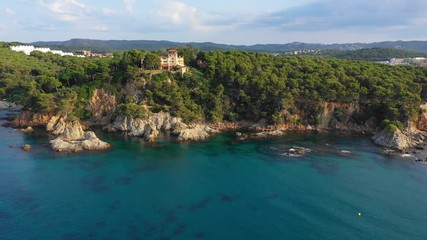 Fototapete - Tropical scenic seascape with cliff and clean beach aerial view. Sea bay with clear turquoise water. Summer background. Spain, Costa Brava coastline.