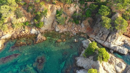 Fototapete - Tropical sea bay with cliff