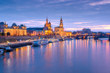 Fotomurales - Dresden, Germany cityscape of cathdedrals over the Elbe River