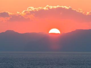 Foto auf Acrylglas Koralle Sonnenaufgang in der Straße von Horumus