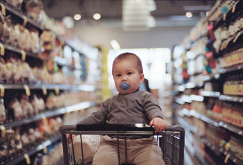Toddler Goes Grocery Shopping