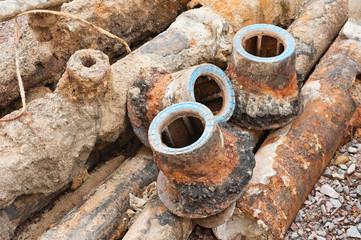 Ausgebaute Strassenkappen - Metallschrott - Alteisen - Recycling