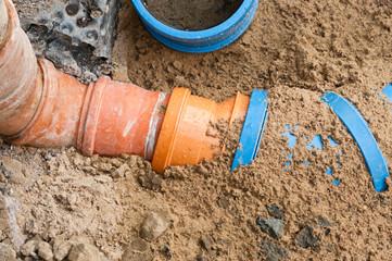 Reparaturarbeiten an der Dachentwässerung
