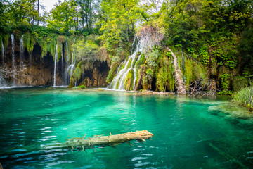 Papiers peints Cascades Amazing waterfalls with crystal clear water in the forest in Plitvice lakes National Park, Croatia. Nature landscape