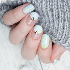 Foto op Canvas Manicure gentle mint blue manicure with gold glitter and rivets and stripes pattern