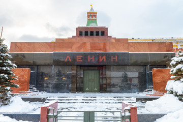 Fototapete - Lenin's Mausoleum by Moscow Kremlin in winter, Russia. It is a famous landmark of Moscow.
