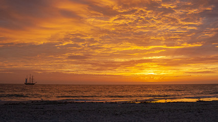 Zelfklevend Fotobehang Diepbruine Western Australia Sunset Sail