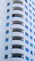 Fototapete - Curved Balconies on White Stone Condo Tower in Long Beac