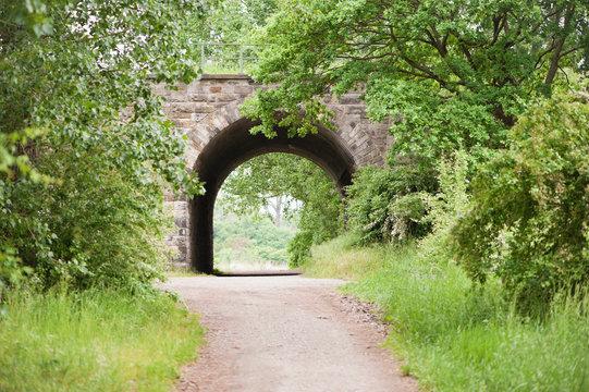 Ein Tunnel in der Landschaft