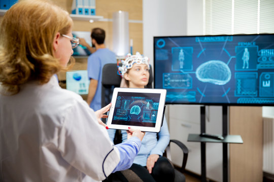Doctor tracking the evolution of the patient's brain on the tablet