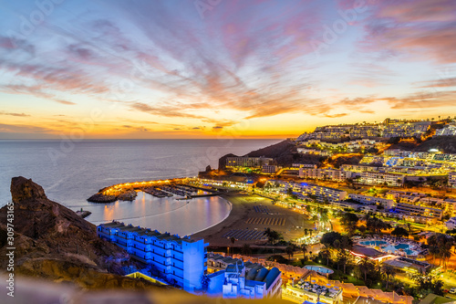 Wall mural Landscape with Puerto Rico village at twilight time, Gran Canaria island, Spain