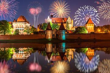 Foto auf AluDibond Braun New year celebrate fireworks over Malbork Castle. Poland, Europe