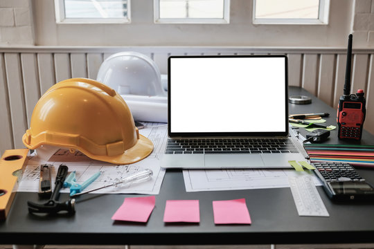 Laptop with blank screen on the engineer desk.