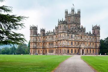 Spoed Fotobehang Oude gebouw NEWBURY, HAMPSHIRE, ENGLAND - MAY 27 2018: Highclere Castle, a Jacobethan style country house, home of the Earl and Countess of Carnarvon. Setting of Downton Abbey - UK