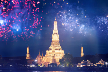 Poster Bangkok Wat Arun temple in bangkok with fireworks. New year and holiday concept.