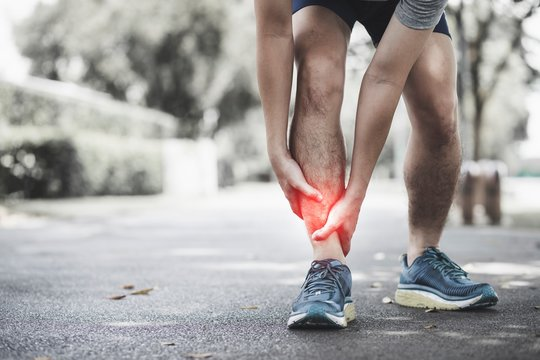 The jogger took the hand to the ankle with motion pain