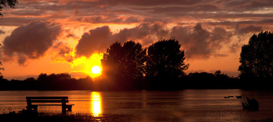 Foto auf AluDibond Braun sunset on the lake