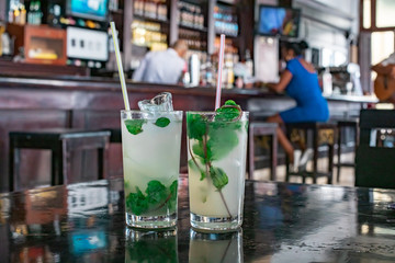 Papiers peints La Havane Mojito cocktail in a bar in Cuba / Havana