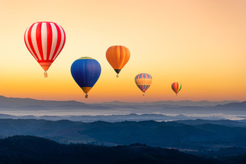 Poster Montgolfière / Dirigeable Colourful hot air balloons flying over the mountain