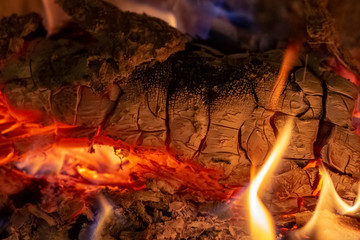 Fototapeten Brennholz-textur Close up shot of burning firewood in the fireplace at Christmas time