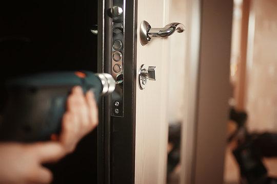 installation of a lock in the door