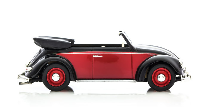 Convertible Beetle in Red and Black