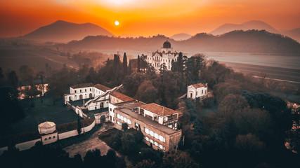 Poster Cappuccino Un antica Villa Veneta durante un tramonto